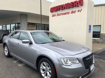 2016_Chrysler_300_Limited_ Cape Girardeau