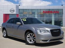 2016_Chrysler_300_Limited_