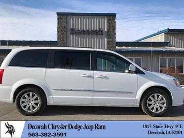 2016_Chrysler_Town & Country_4d Wagon Touring_ Decorah IA