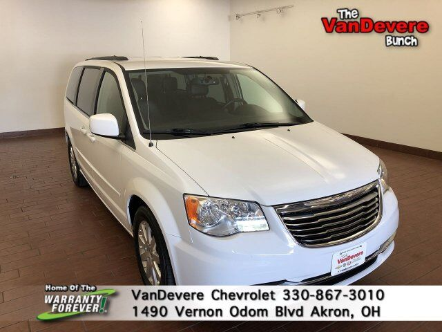 2016 Chrysler Town & Country LX Akron OH