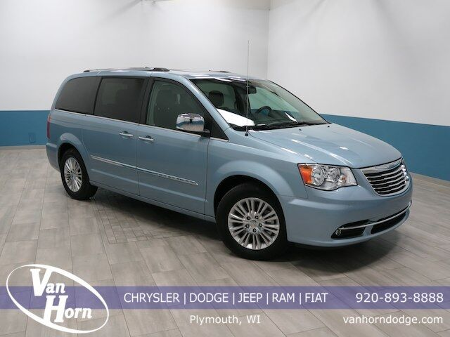 2016 Chrysler Town & Country Limited Plymouth WI