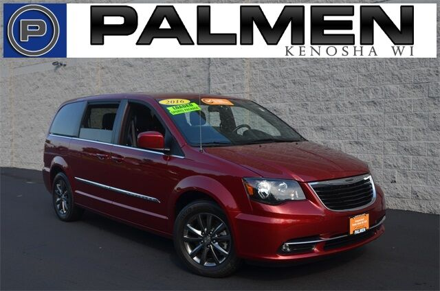 2016 Chrysler Town & Country S Kenosha WI