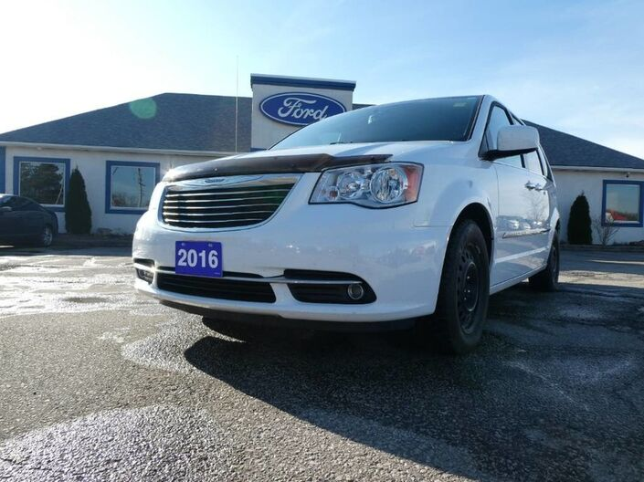 2016 Chrysler Town & Country Touring - DVD - BACK UP CAMERA - POWER DOORS - REMOTE START Essex ON