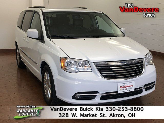 2016 Chrysler Town & Country Touring Akron OH