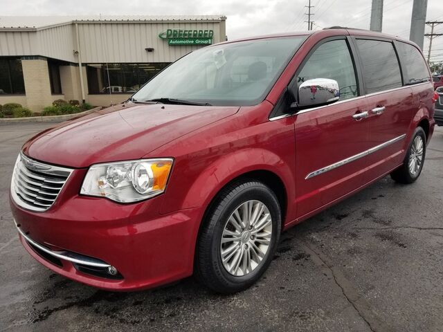 2016 Chrysler Town & Country Touring-L Anniversary Edition Fort Wayne Auburn and Kendallville IN