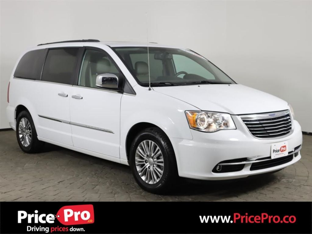 2016 Chrysler Town & Country Touring-L Anniversary Edition w/Sunroof/Rear DVD Maumee OH