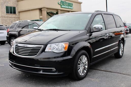 2016 Chrysler Town & Country Touring-L Fort Wayne Auburn and Kendallville IN