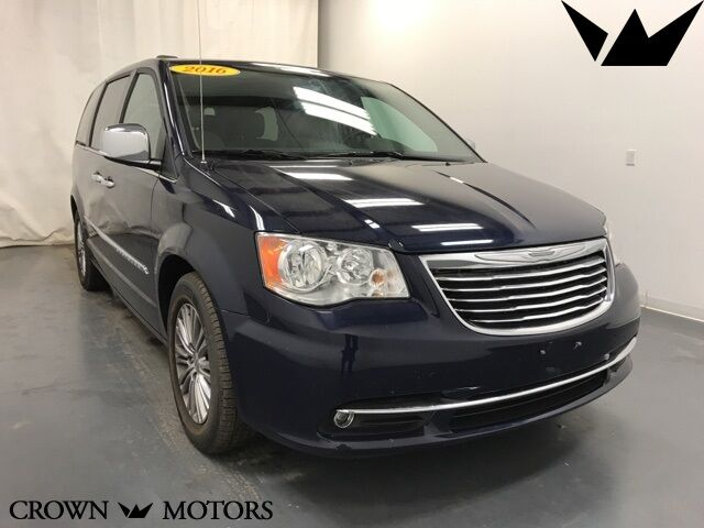 2016 Chrysler Town & Country Touring-L Holland MI