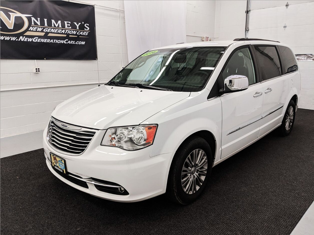 2016 Chrysler Town Country