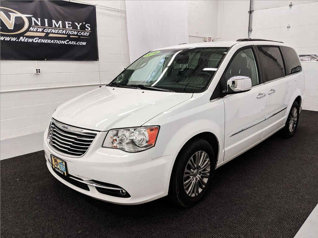 2016_Chrysler_Town & Country_Touring-L_ Utica NY