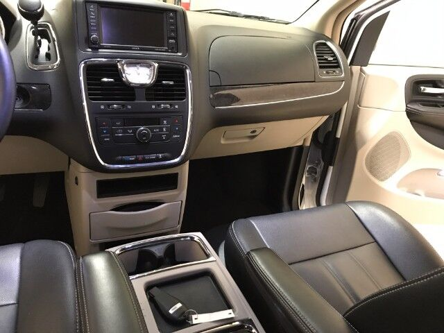 2016 Chrysler Town & Country Touring Plover WI