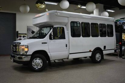 2016_Ford_Econoline_E-350 Cutaway Wheelchair BUS_ Boston MA