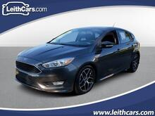 2016_Ford_Focus_5dr HB SE_ Cary NC