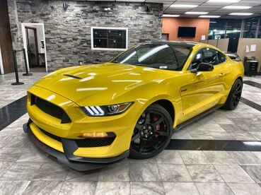 2016_Ford_Mustang_Shelby GT350R_ Worcester MA