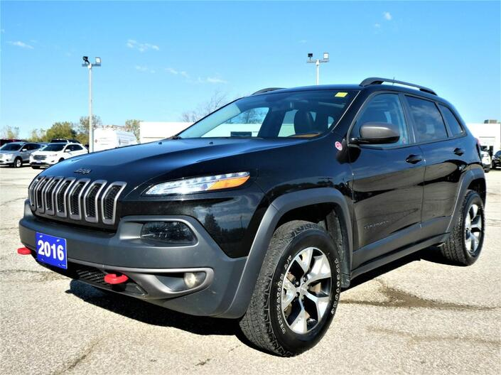 2016 Jeep Cherokee Trailhawk 3.2L | Panoramic Roof | Heated Seats | Remote Start Essex ON