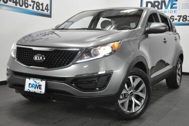 Kia Sportage LX Dual front airbags · Front side airbags · Side curtain airbags: front, rear · Side-curtain airbag rollover sensor 2016