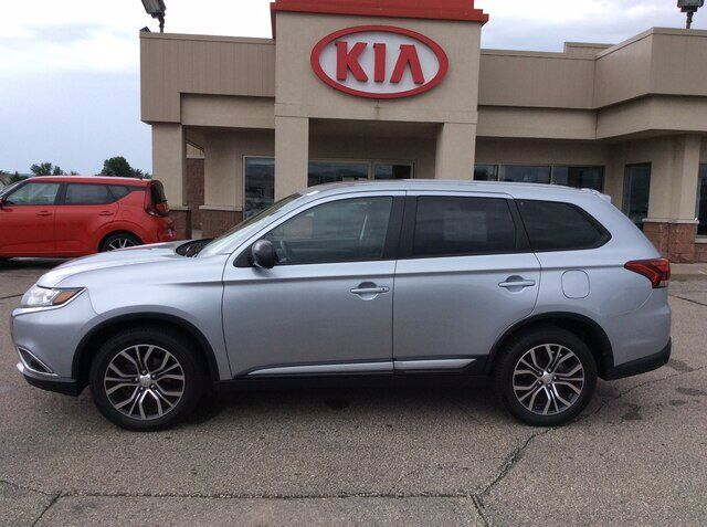 2016 Mitsubishi Outlander West Salem WI