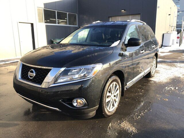 2016 Nissan Pathfinder SL | AWD | LEATHER | SUNROOF | *GREAT DEAL* Calgary AB