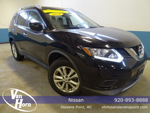 2016 Nissan Rogue SV Plymouth WI