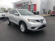 Nissan Rogue WITH MOONROOF 2016