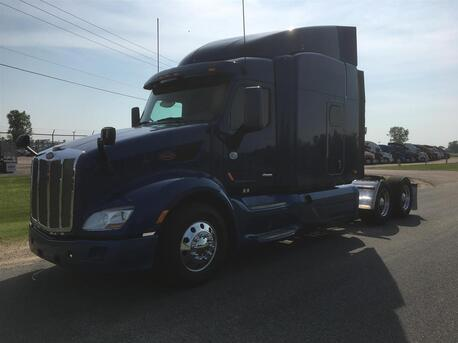 2016_Peterbilt_579_Raised Roof_ Eau Claire MN