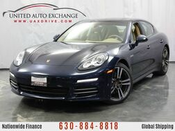 2016_Porsche_Panamera_4 Edition / 3.6L V6 Engine / AWD / Sunroof / Navigation / Rear V_ Addison IL