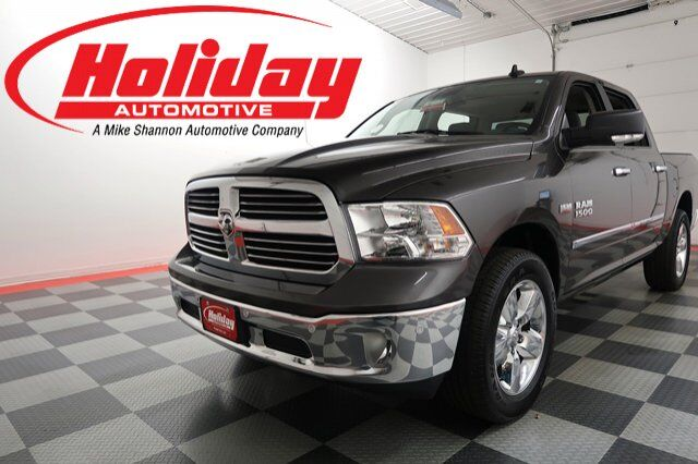 vehicle details 2016 ram 1500 at holiday automotive fond du lac holiday automotive. Black Bedroom Furniture Sets. Home Design Ideas