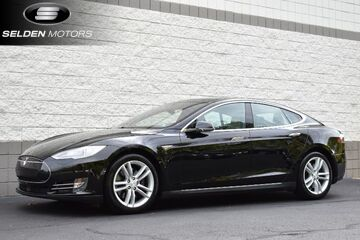 2016_Tesla_Model S_70 kWh Battery_ Willow Grove PA