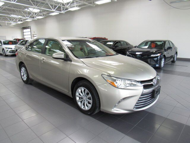2016 Toyota Camry LE Green Bay WI
