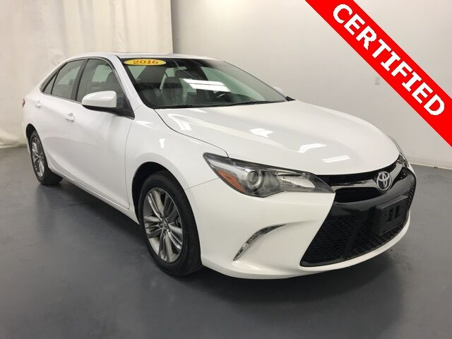 2016 Toyota Camry SE w/ Moonroof & NAV Holland MI