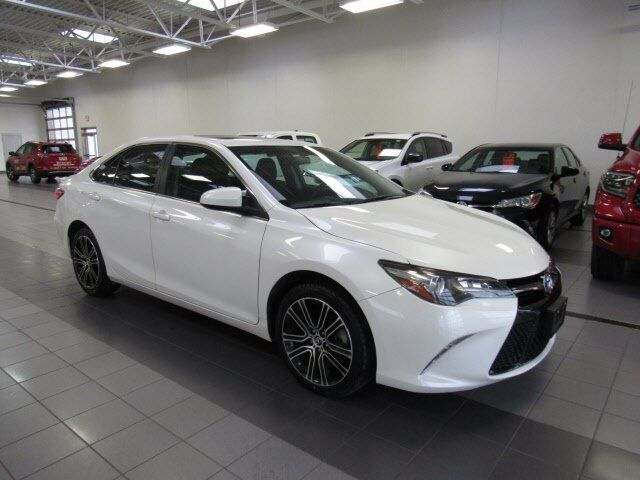 2016 Toyota Camry SE w/Special Edition Pkg Green Bay WI