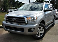 Toyota Sequoia SR5 - w/ NAVIGATION & LEATHER SEATS 2016