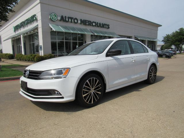 2016 Volkswagen Jetta SE 5M LEATHER, NAVIGATION, BACKUP CAMERA, KEYLESS START, HTD FRONT SEATS Plano TX