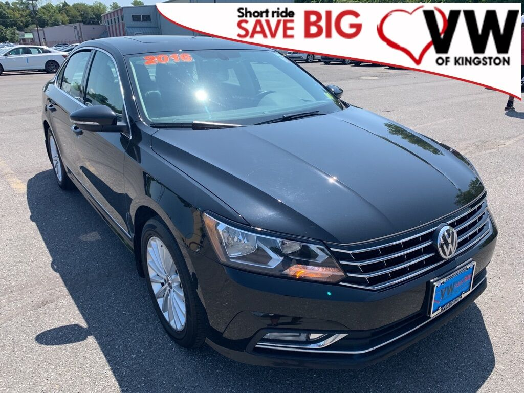 2016_Volkswagen_Passat_1.8T SE w/Technology/PZEV_ Kingston NY