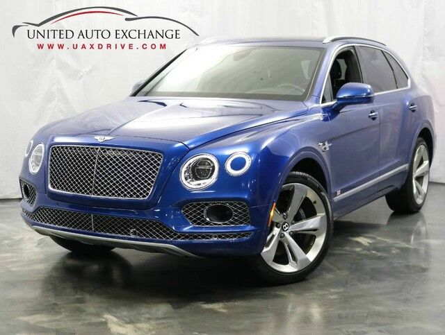 2017 Bentley Bentayga W12 / 6.0L 12 Cylinder Engine / AWD / Panoramic Sunroof / Navigation / Bluetooth / Parking Aid with Rear View Camera / Night Vision Addison IL