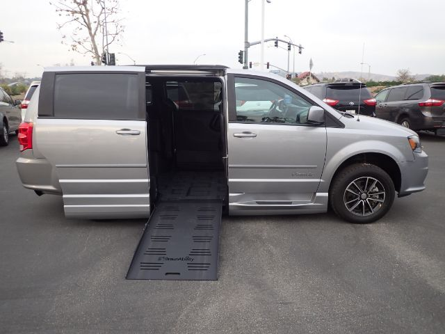 2017 BraunAbility Dodge Grand Caravan GT w/ Power Foldout Ramp Anaheim CA