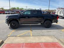 2017_Chevrolet_Colorado_Z71 Crew Cab 4WD Short Box_ Jacksonville IL