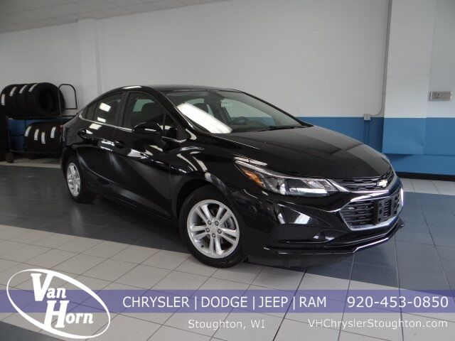 2017 Chevrolet Cruze LT Plymouth WI