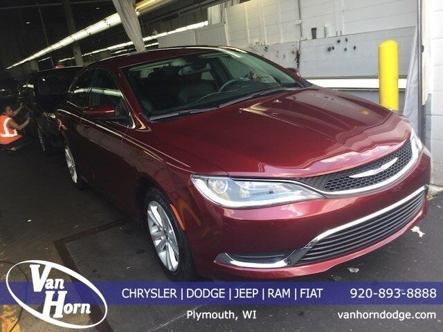 2017 Chrysler 200 Limited Plymouth WI