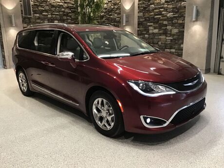 2017 Chrysler PACIFICA LIMITED  Hays KS
