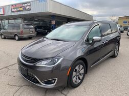 2017_Chrysler_Pacifica_Hybrid Platinum_ Cleveland OH