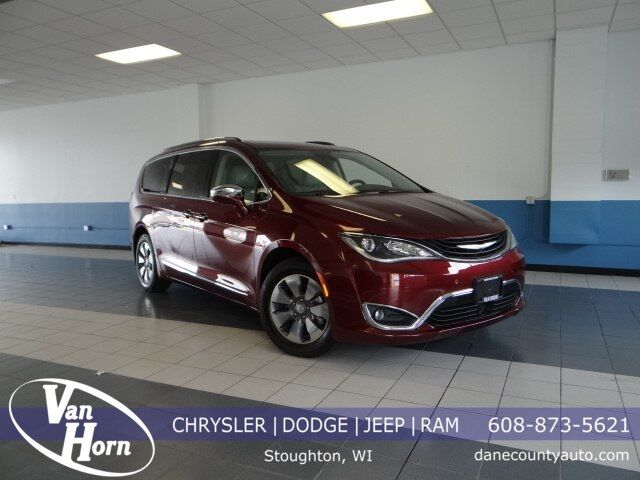 2017 Chrysler Pacifica Hybrid Platinum Plymouth WI