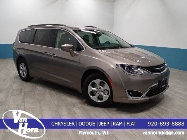 2017 Chrysler Pacifica Hybrid Premium Plymouth Wi