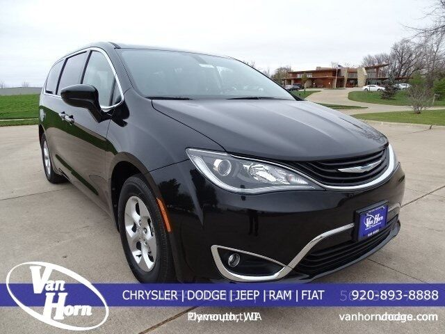 2017 Chrysler Pacifica Hybrid Touring Plus Plymouth WI