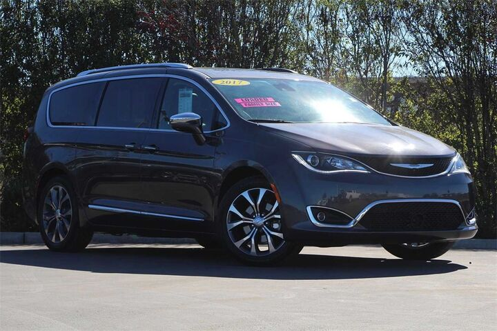 2017 Chrysler Pacifica Limited Salinas CA