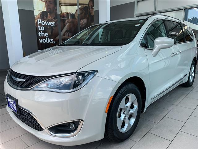 2017 Chrysler Pacifica TOURING-L PLUS FWD Brookfield WI