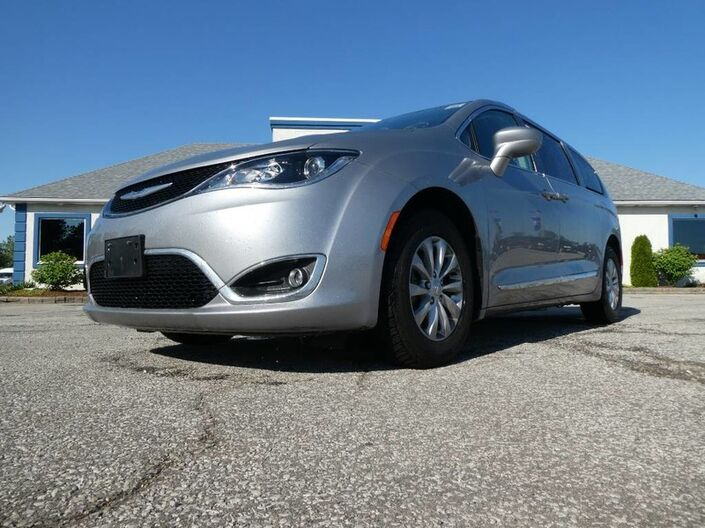 2017 Chrysler Pacifica Touring-L- LEATHER- HEATED SEATS- BACKUP CAMERA- BLUETOOTH Essex ON