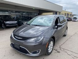2017_Chrysler_Pacifica_Touring-L_ Cleveland OH