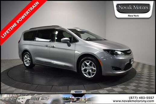 2017 Chrysler Pacifica Touring L Farmingdale NY
