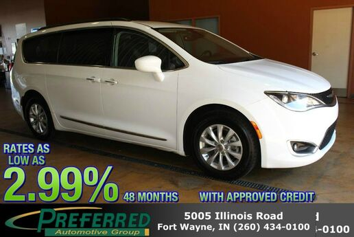 2017 Chrysler Pacifica Touring-L Fort Wayne Auburn and Kendallville IN